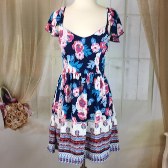 Charlotte Russe Dresses & Skirts - Charlotte Russe Floral Summer Dress